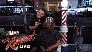 بالفيديو: جيم كاري يصدم إحدى المعجبات بحلق شعرها