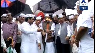 Congress lights campaign flame in Mumbai l Rebellious Rane shares stage with Chavan - ABPNEWSTV