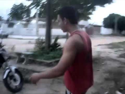 Bimboo e drenado invadindo a casa de Rodrigo ade