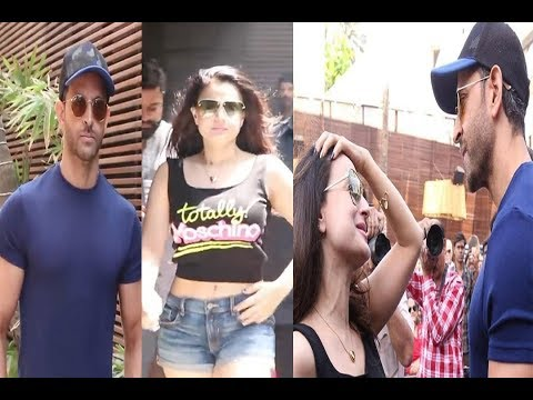 Hrithik Roshan Meets Ex Gf Amesha Patel 20yrs After कहो ना प्यार है  Wht Happns