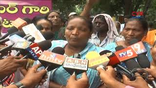 People stopped Kakinada MLA Konda Babu over House Demolishing | CVR News - CVRNEWSOFFICIAL