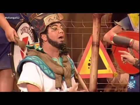 Sesión de Semifinales, la agrupación Los polvos egipcios actúa hoy en la modalidad de Chirigotas.