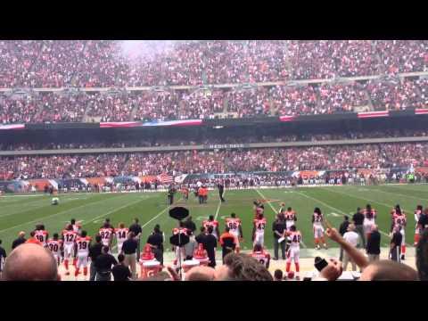 Jim Cornelison sings National Anthem at Chicago Bears