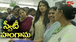 Krishna Gari Battala Kottu || Anushka Shetty & Rama Rajamouli Shopping - TELUGUONE