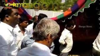 Clash Between TRS Corporator Annishetty Murali And Naini Rajendar Reddy   Mango News - MANGONEWS