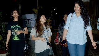 Khushi and Anshula Kapoor step out for a movie date - TIMESOFINDIACHANNEL
