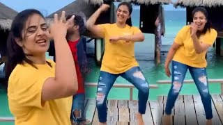 Sreemukhi Crazy Dance At Maldives Island Beaches | Sreemukhi After Big Boss 3 - TFPC