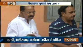 Veerappa Moily casts his vote - INDIATV