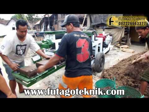Uji Coba Mesin Cetak Bata di Lokasi Pelanggan