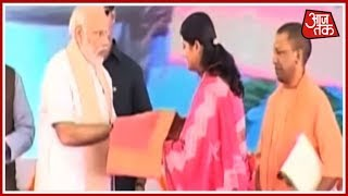 PM Modi ने देखी बदलती काशी की तस्वीर - AAJTAKTV
