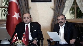 """زعيم """"العمال الكردستاني"""" يدعو مقاتليه إلى إلقاء السلاح"""
