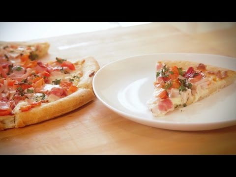 How to Make Kentucky Derby Hot Brown Pizza