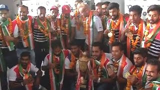 Indian Hockey Team receives rousing welcome at airport - TIMESOFINDIACHANNEL