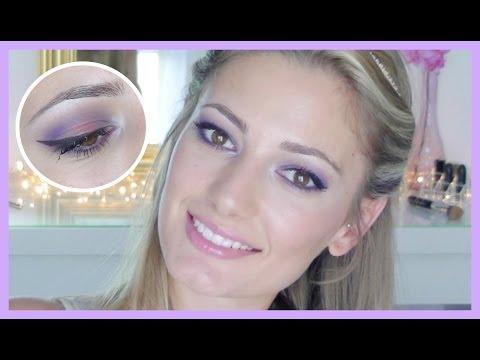 Maquillaje colorido en tonos morados