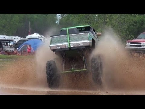 INSANE 1200HP BIG BLOCK SINGER SLINGER at MUDFEST!