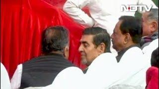 शीला दीक्षित की ताजपोशी समारोह में दिखे सिख दंगों के आरोपी जगदीश टाइटलर - NDTVINDIA