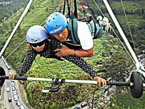 Tandem Flight  Hang Gliding  Gantolle  Indonesia Pilot Koesnadi Bohon passenger Budi surya