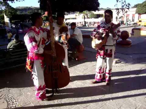 Que Chulos Ojos - Huicholes en Tequila, Jalisco