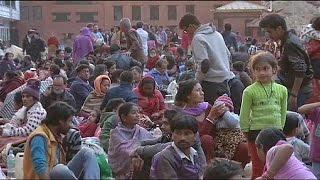 كيف قضى سكان نيبال ليلتهم الأولى بعد أعنف زلزال ضرب البلاد ؟