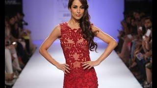 Malaika walks for designer Sonakshi at LFW - BOLLYWOODCOUNTRY