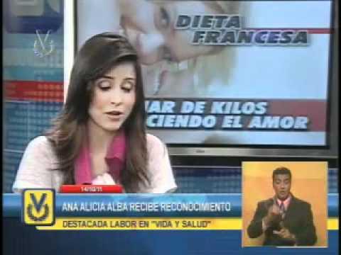Periodista Ana Alicia Alba recibe reconocimiento por su labor en la seción Vida y Salud