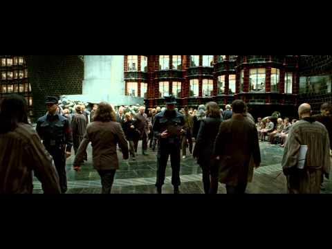 «Гарри Поттер и Дары смерти» — официальный трейлер первой части