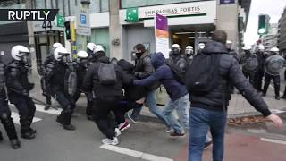 Protests in Brussels turn violent as Yellow Vest demontrators hit the streets - RUSSIATODAY
