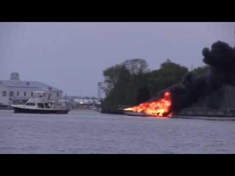 Solomons Boat fire from Terry Quinn ©TheBayNet.com