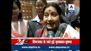 Sushma Swaraj meets Sartaj Aziz, calls it 'basic courtesy' - ABPNEWSTV