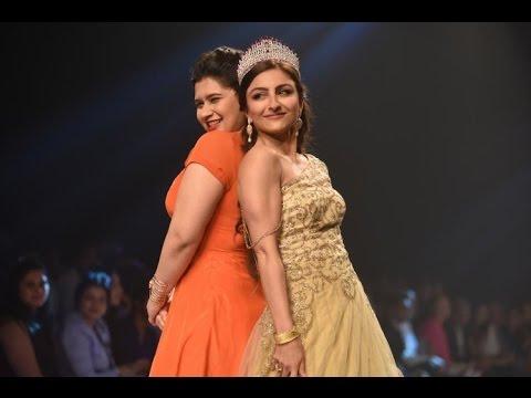 Sensuous Soha Ali Khan Walks The Ramp!