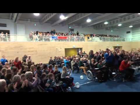 Bezoekers fonteindienst geven staande ovatie aan volleyballers!