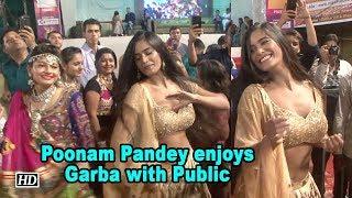 Poonam Pandey enjoys Garba with Public - BOLLYWOODCOUNTRY