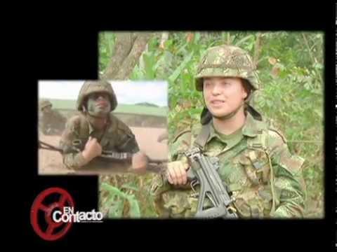 Formación militar de las mujeres suboficiales del Ejército Nacional