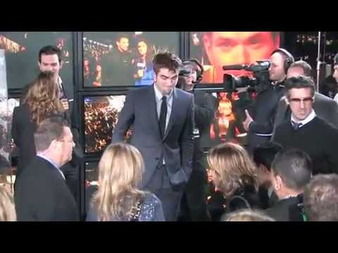 Robert Pattinson And Kristen Stewart At The Premiere Of 'The Twilight Saga: Breaking Dawn - Part 1' -TEkPctHtuYw