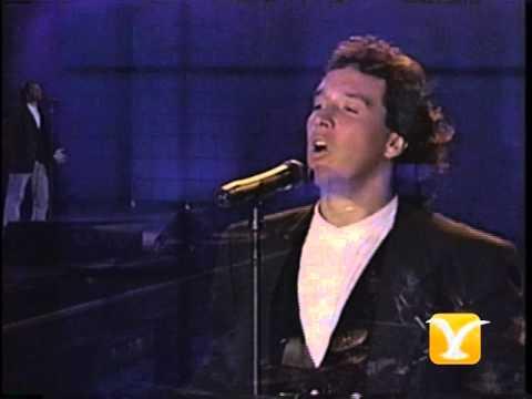 Julio Andrade, Canta Hermano Latino