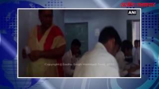 video : हरियाणा : अध्यापक के सामने सरेआम नकल कर रहे है छात्र