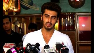 Arjun meets his fans in the theatres - ZOOMDEKHO