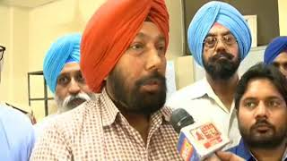 Volunteers from Baba Farid group speaks over the health camp organised iTV Foundation in Bhatinda - NEWSXLIVE