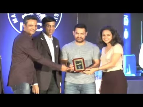 Aamir & Vishwanath Anand Face Off For A Chess Match