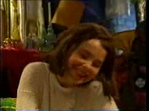 Patrząc na 27-letnią Caitlin Moran przeprowadzającą w 1992 roku wywiad z Björk nietrudno odnaleźć w niej energię powieściowej Johanny
