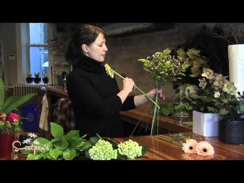Sweetpea's :: Creating a European Hand-tied Bouquet