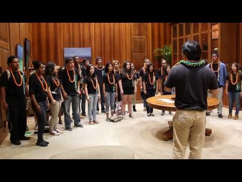Leilehua High School Chorus Visits the Governor's Office