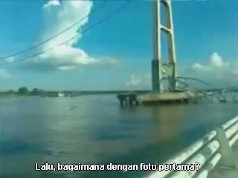 Penampakan Awan Naga Saat Jembatan Tenggarong Runtuh 26 November 2011