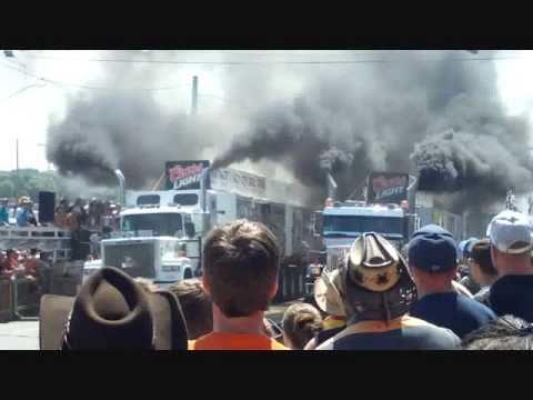 Loaded Truck racing compilation  El Rodéo du Camion 2010 tir de camion