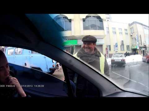 Каменец-Подольский | Беседа с парковщиком (кнопочка)