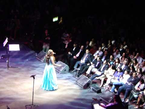 'Baray Achay Lagtay Hain' - Shreya Ghoshal Live in Concert (Royal Albert Hall 2013)