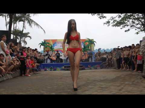 Biểu diễn bikini hè 2014