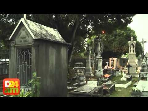 Jazigos do São João Batista são destruídos e utilizados como depósito de lixo