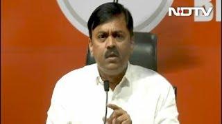 बीजेपी मुख्यालय में प्रेस कांफ्रेंस के दौरान जीवीएल नरसिम्हा राव पर फेंका गया जूता - NDTVINDIA