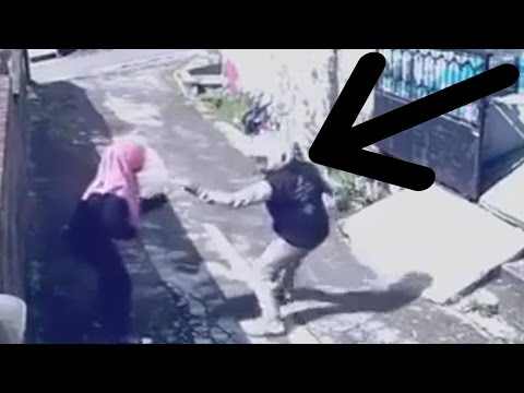 حرامي سرق شنطة بنت شاهد ماذا فعلت به هههههههههه - حرامي اكل مقلب مضحك جدا